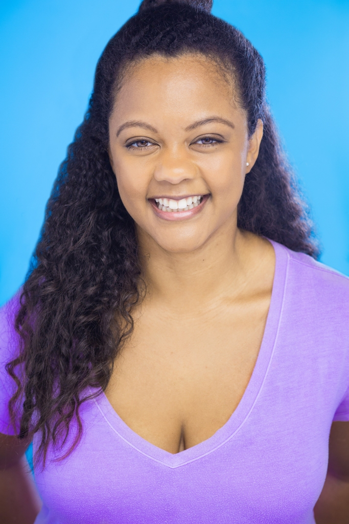 commercial headshot, v neck, millennial, beautiful smile, curly hair